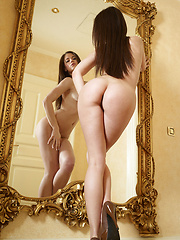Teenage model has gorgeous body - Erotic and nude pussy pics at GirlSoftcore.com