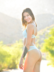 Figure Like A VS Model - Erotic and nude pussy pics at GirlSoftcore.com
