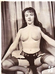 Vintage chicks in nylons!
