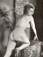 Voluptuous vintage ladies showing their hot curves