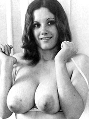 Sexy retro chicks showing their big natural boobs