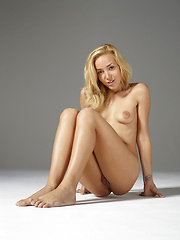 Erotic pictures of sweet blonde girl - Erotic and nude pussy pics at GirlSoftcore.com