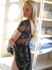 Cute blond girl Lynn - Erotic and nude pussy pics at GirlSoftcore.com