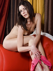 A sweet smile that lightens up her pretty face, Quinn charmingly cheerful and engaging personality on cam, posing so effortlessly and at ease is such an erotic and stimulating sight. - Erotic and nude pussy pics at GirlSoftcore.com