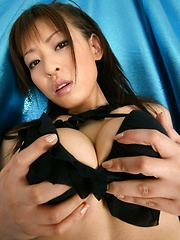 Takeuchi Nozomi posing in black bikini. - Erotic and nude pussy pics at GirlSoftcore.com