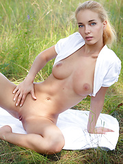 Once every one have to try out posing in wild. Super slim cutie flashes her great looking fresh body in natural environment. - Erotic and nude pussy pics at GirlSoftcore.com