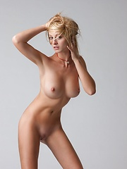 Hot blonde with nice boobs - Erotic and nude pussy pics at GirlSoftcore.com