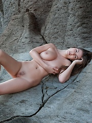 Rock That Body Josephine - Erotic and nude pussy pics at GirlSoftcore.com