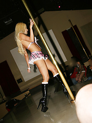 Gina Lynn wants to show off her horny nude body - Erotic and nude pussy pics at GirlSoftcore.com