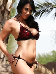 Jelena Jensen strips out of her sexy bikini!