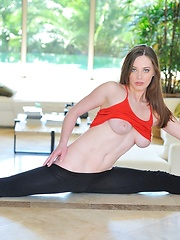 Natalie in flex stretch - Erotic and nude pussy pics at GirlSoftcore.com