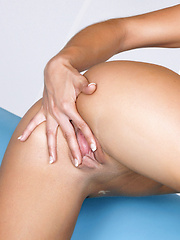 Victoria Lynn hits her spot with her fingers - Erotic and nude pussy pics at GirlSoftcore.com