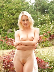 Why I Like Gardens - Erotic and nude pussy pics at GirlSoftcore.com