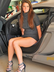 Kelsey spreads in a sweater - Erotic and nude pussy pics at GirlSoftcore.com