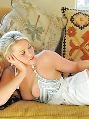 Jessica sexy outside - Erotic and nude pussy pics at GirlSoftcore.com