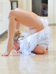 Jessica the beautiful contortionist - Erotic and nude pussy pics at GirlSoftcore.com
