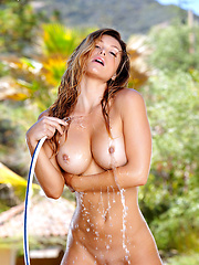 Heather Vandeven is working her wet pussy with her fingers - Erotic and nude pussy pics at GirlSoftcore.com