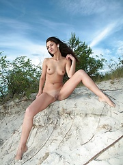 So Lucky - Erotic and nude pussy pics at GirlSoftcore.com