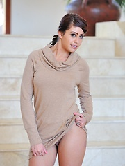 Leggy Shay looks stunning - Erotic and nude pussy pics at GirlSoftcore.com