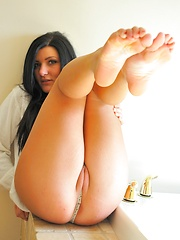 Marletta camel toe and tit flashing - Erotic and nude pussy pics at GirlSoftcore.com