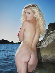 Sea shore of passion - Erotic and nude pussy pics at GirlSoftcore.com
