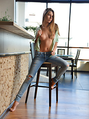 Gorgeous Ebbi strips her clothes to reveal her mouthwatering naked body