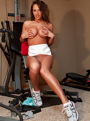 Workout - Erotic and nude pussy pics at GirlSoftcore.com