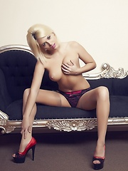 Simply French - Erotic and nude pussy pics at GirlSoftcore.com