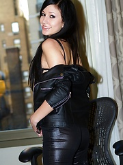 Submissive sex kitten Catie Minx takes Manhattan in black leather - Erotic and nude pussy pics at GirlSoftcore.com