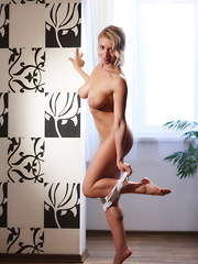 Hungry - Erotic and nude pussy pics at GirlSoftcore.com