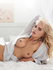 Rachel Harris - Erotic and nude pussy pics at GirlSoftcore.com