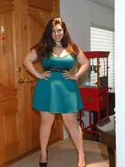 Carolina Munoz Hearts a Full - Erotic and nude pussy pics at GirlSoftcore.com